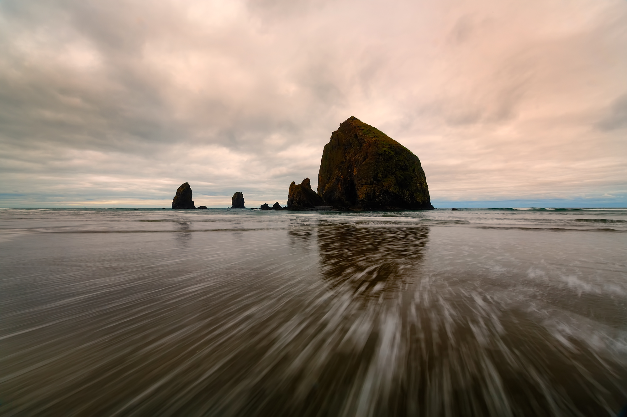 cannon beach One of cannon beach's most inviting places to stay, where oregon coast beauty  meets new england charm for almost 60 years this historic setting has.